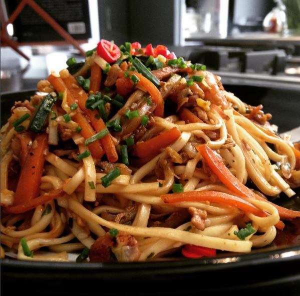 Spaghetti Thai verdure e gamberetti